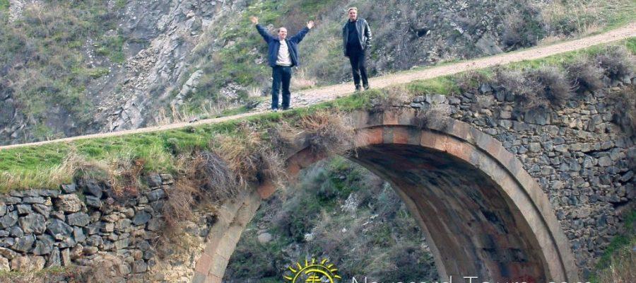 Երազահան Կամուրջով Անցնել