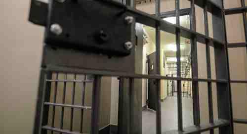 երազահան բանտի դուռ